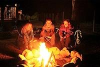 Spookverhalen bij het kampvuur