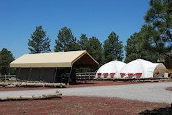 twee tenten in een beeld